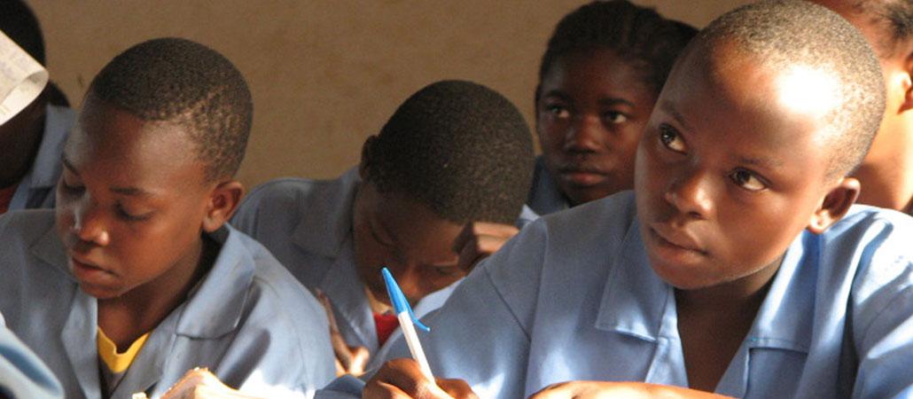 Camerún CRS huérfanos niños vulnerables